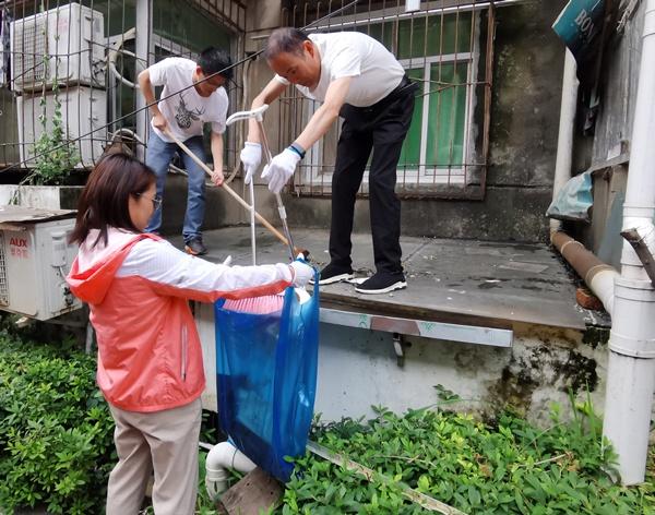 南昌市政建设集团开展我为群众办实事大扫除活动600.jpg
